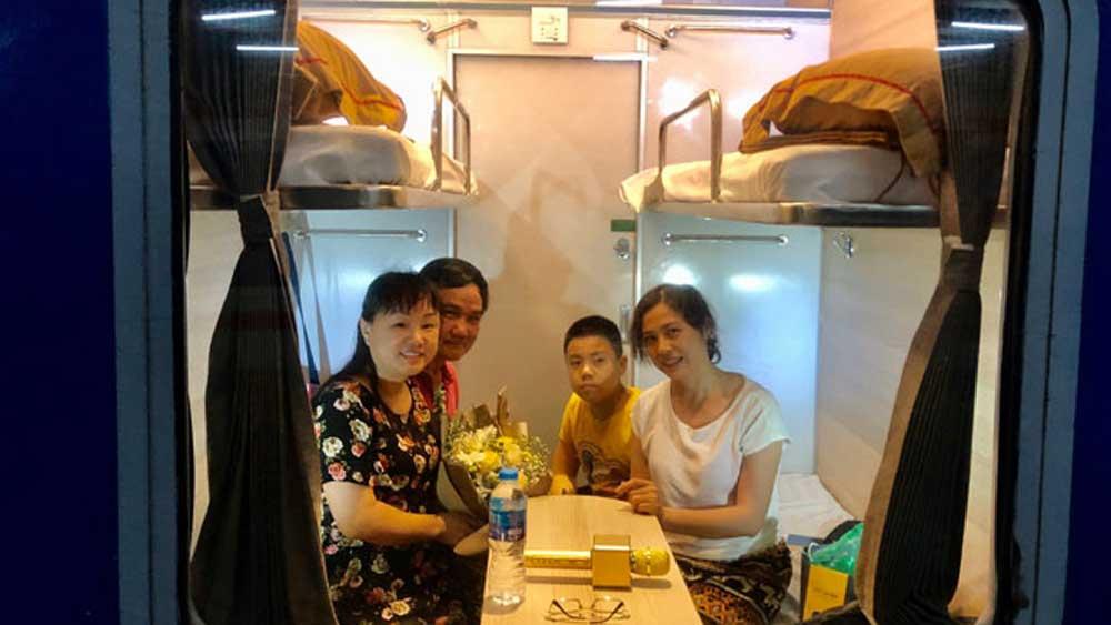 Độc đáo chuyến tàu hỏa charter đầu tiên tuyến Hà Nội - Quảng Bình